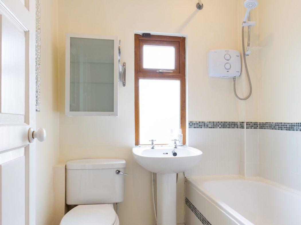 11 St. Luke's Crescent - Bathroom