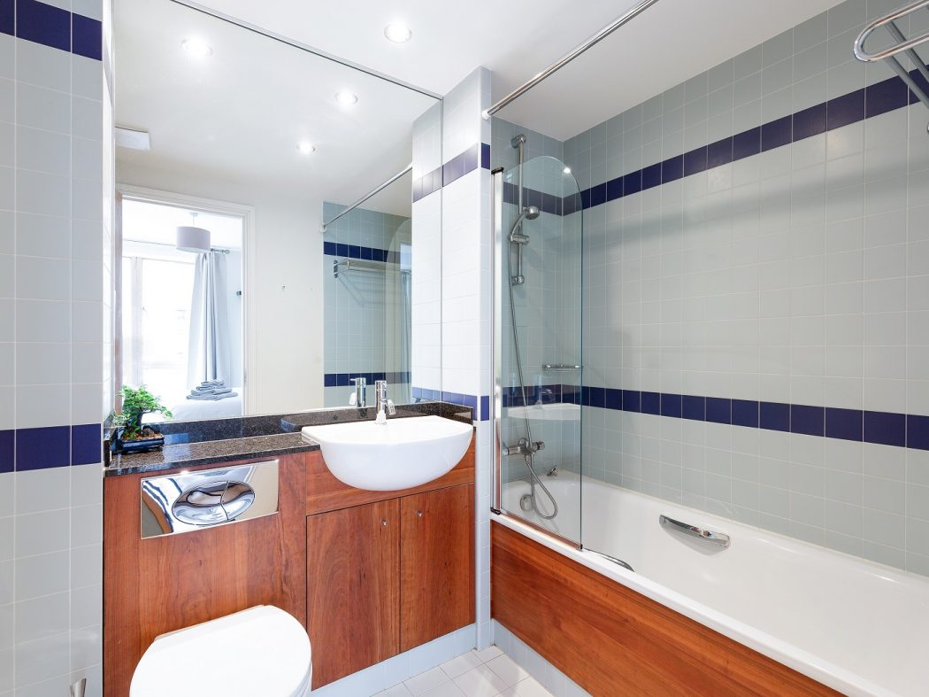 12 Hanover Quarter - bathroom 1
