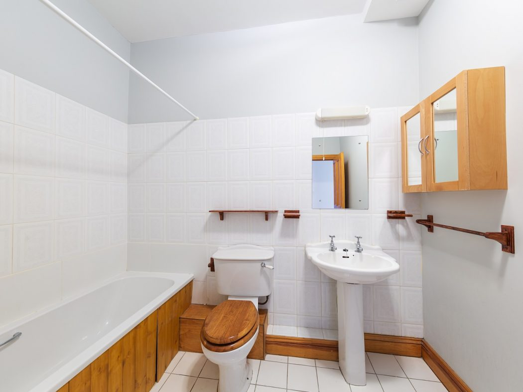 12 Westminster Hall - Bathroom