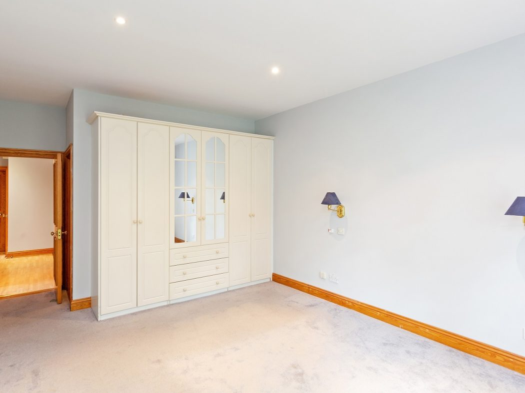 12 Westminster Hall - Bedroom.1