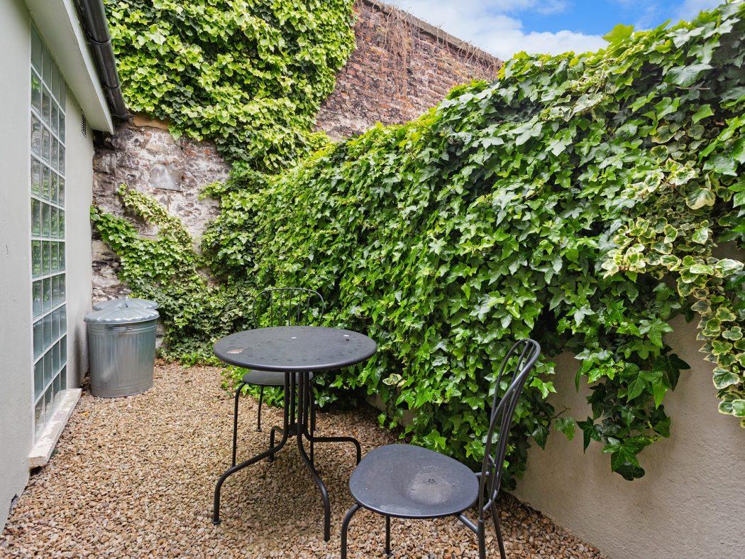 2 Warrenmount - Courtyard