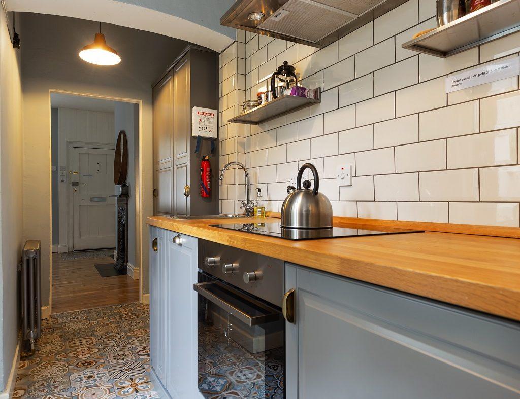 2 Warrenmount - Kitchen to hall