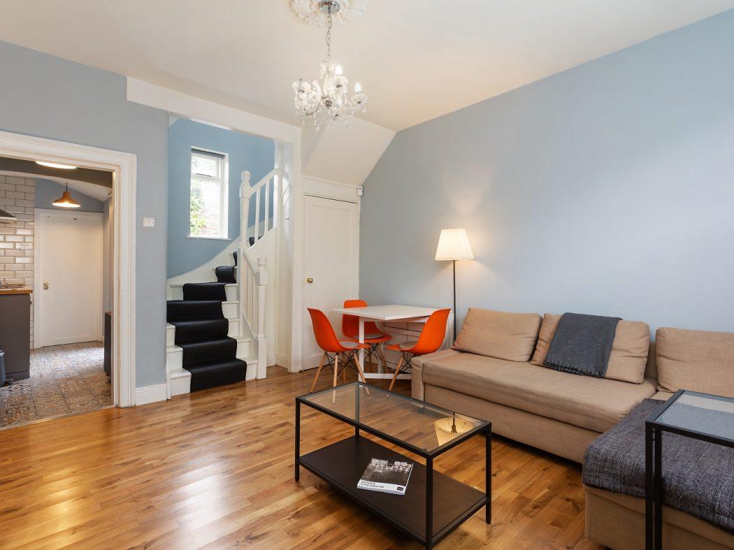 2 Warrenmount - Living area, stairs