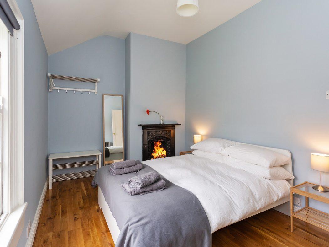 2 Warrenmount - Master bedroom.2