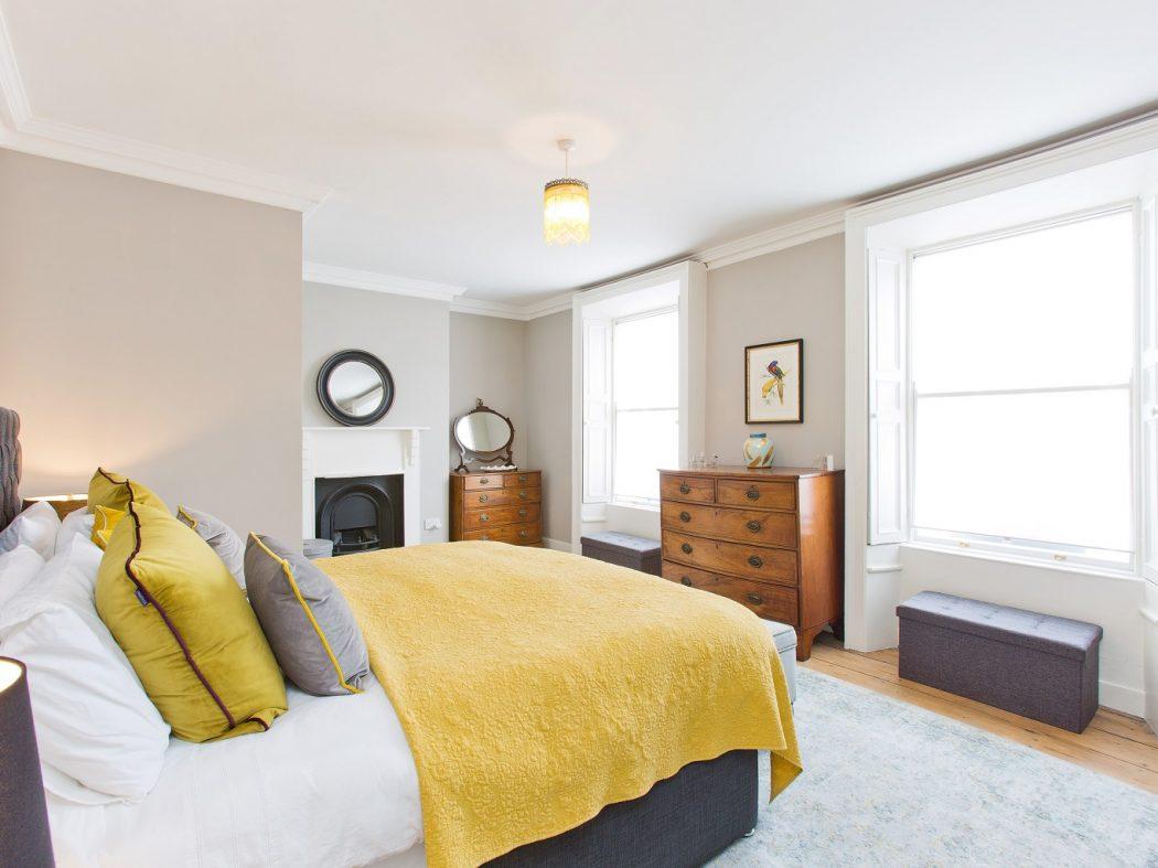 20 Synge Street - Master bed