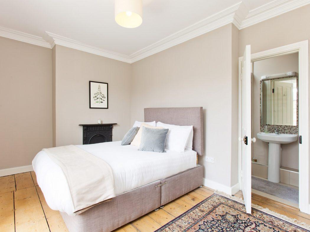 20 Synge Street - bed 2 with en-suite