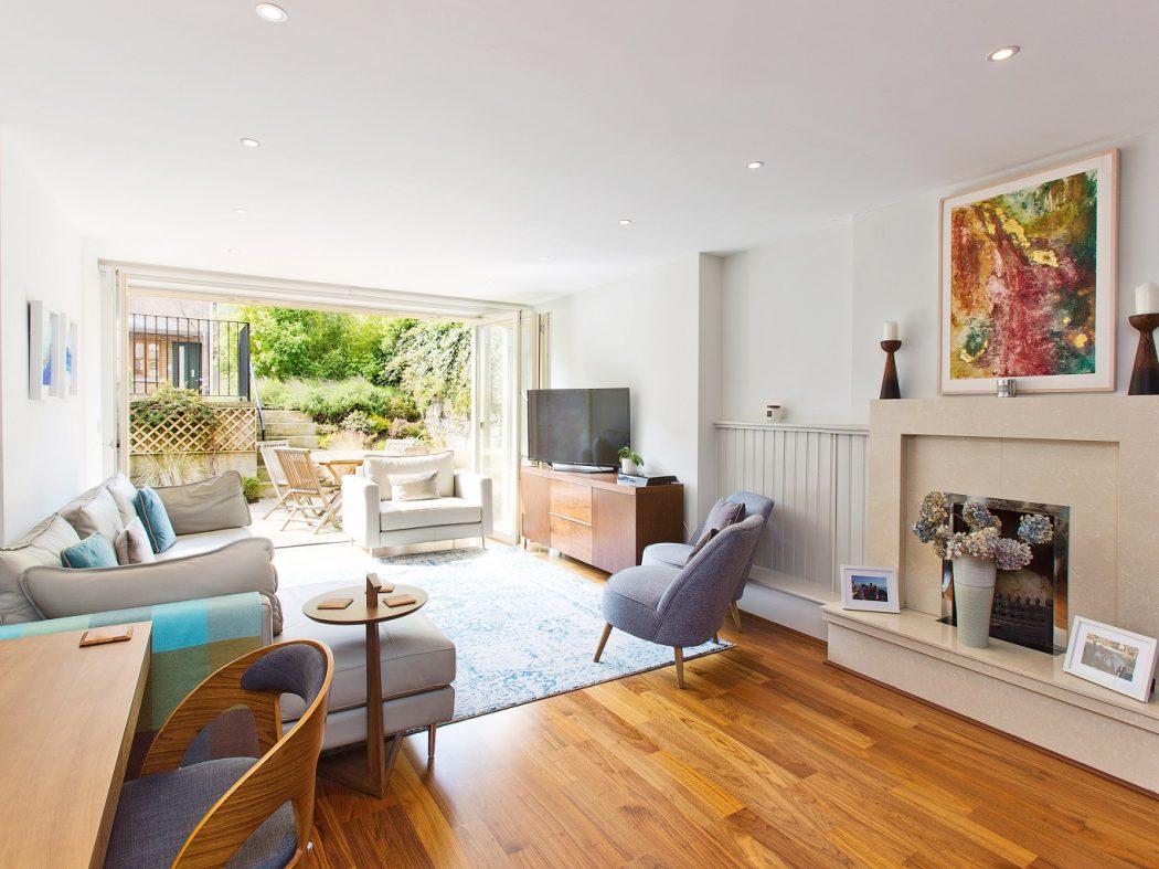 20 Synge Street - living room to garden