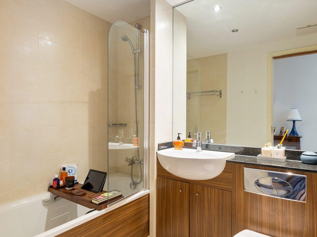 3 Maple Hall - Bathroom