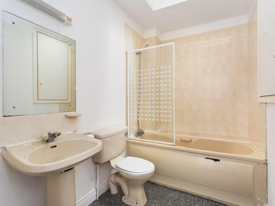 47 Glenmalure Square - Bathroom