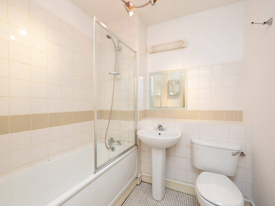 8 Sauls Court - Bathroom