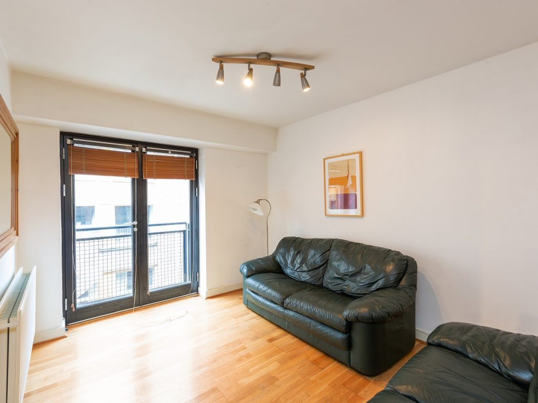 8 Sauls Court - Living room