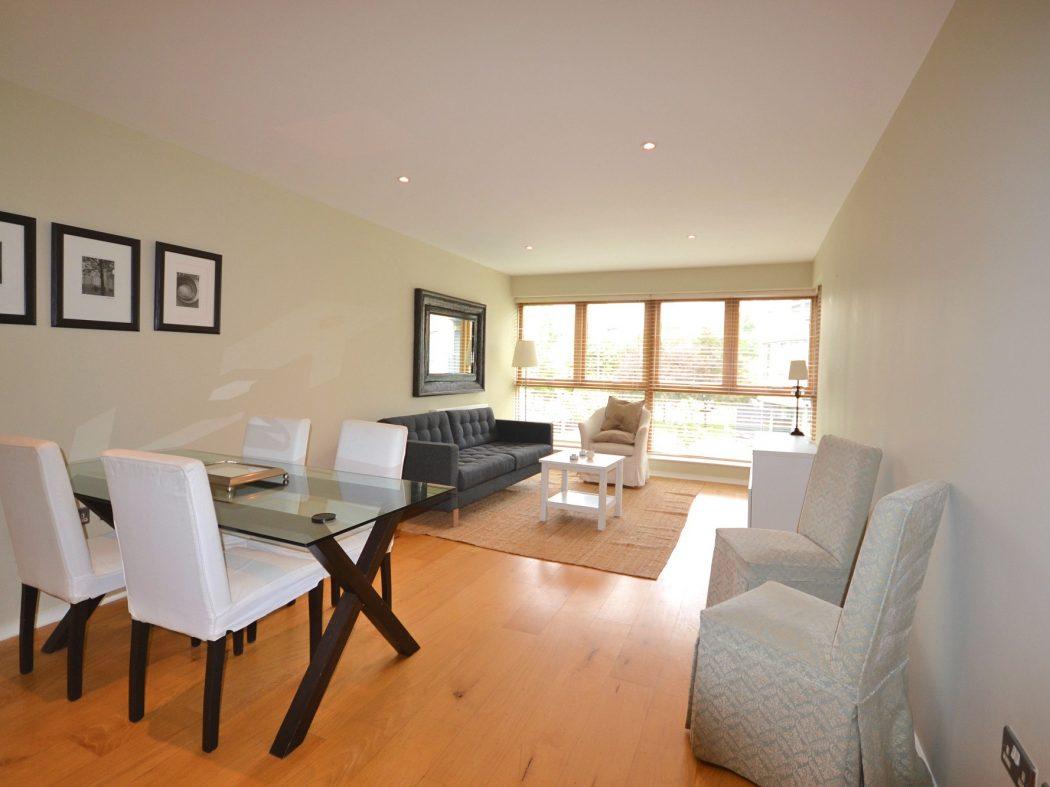 37 MH - Living room