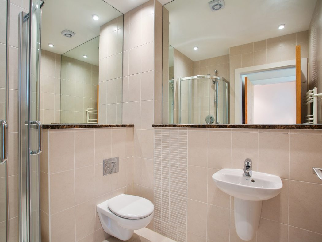 40 The Garden House - Master ensuite