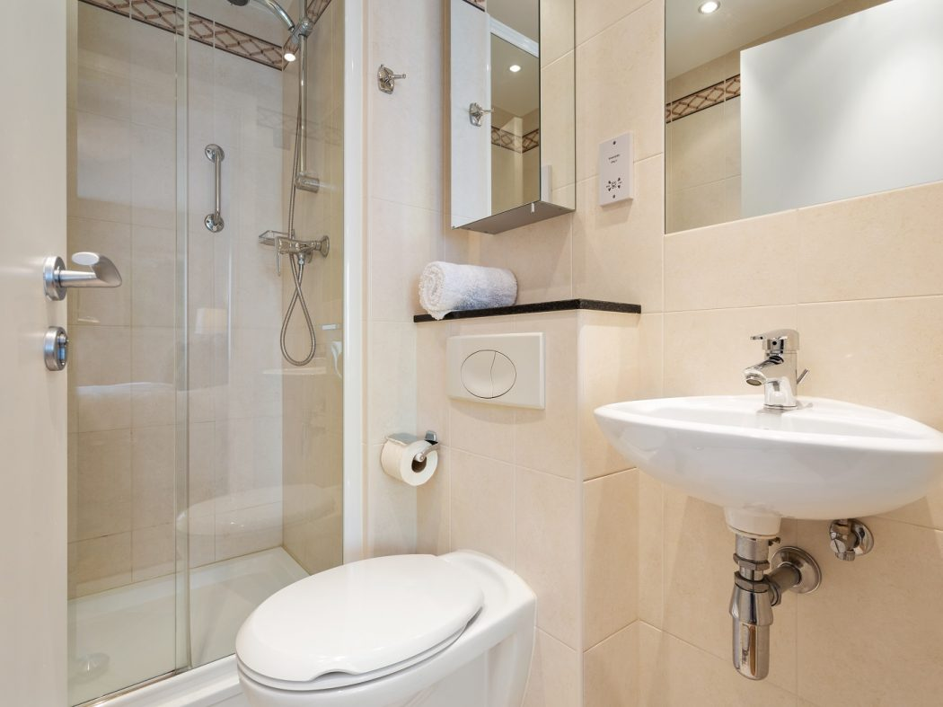 516 Longboat Quay North ensuite