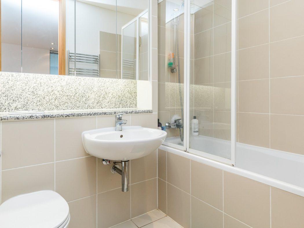 14 Pakenham House - Bathroom