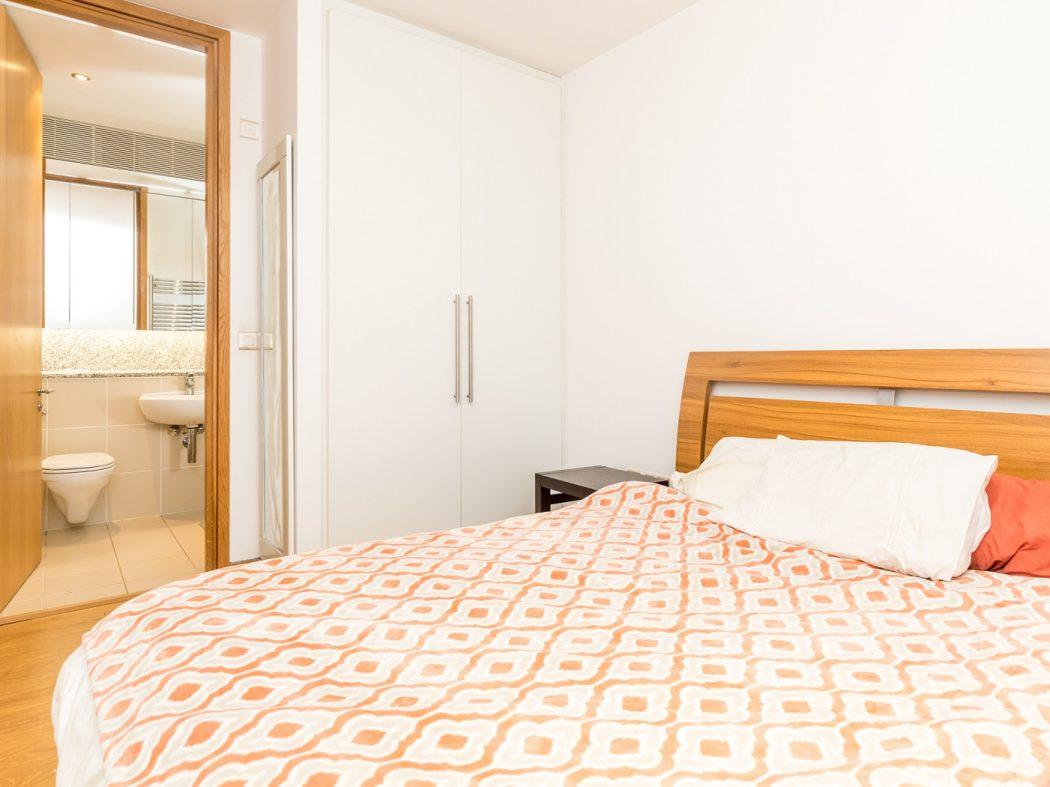 14 Pakenham House - Bedroom 2 Ensuite