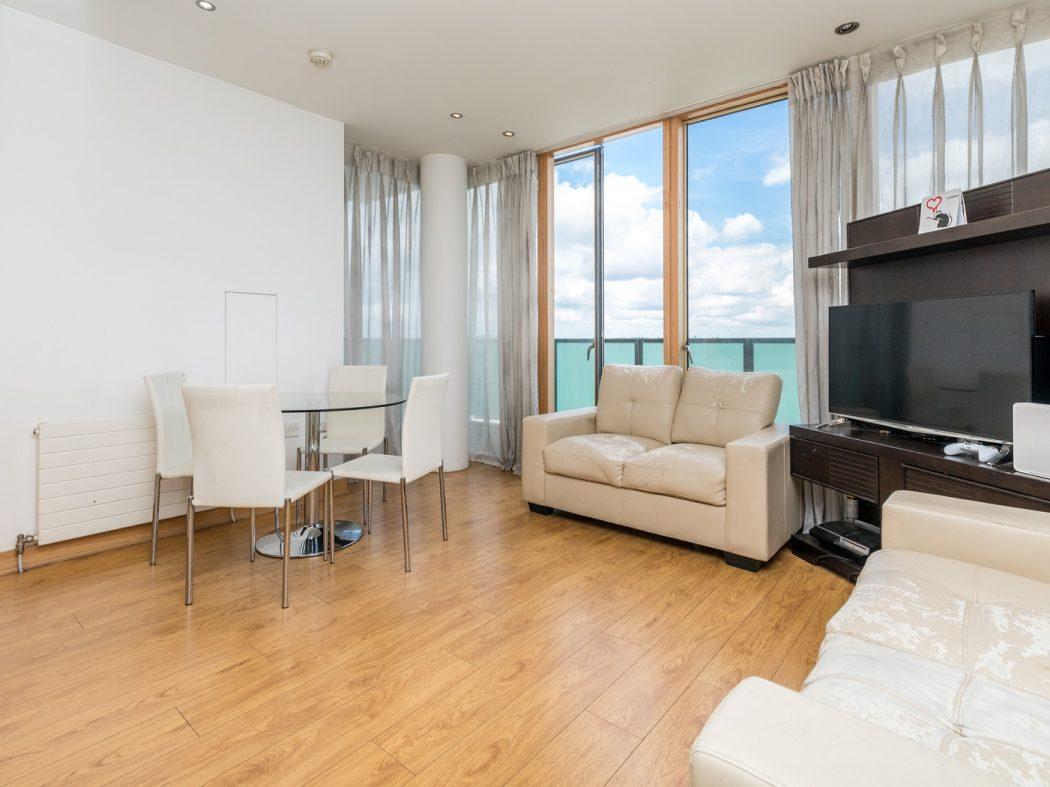 14 Pakenham House - Living room