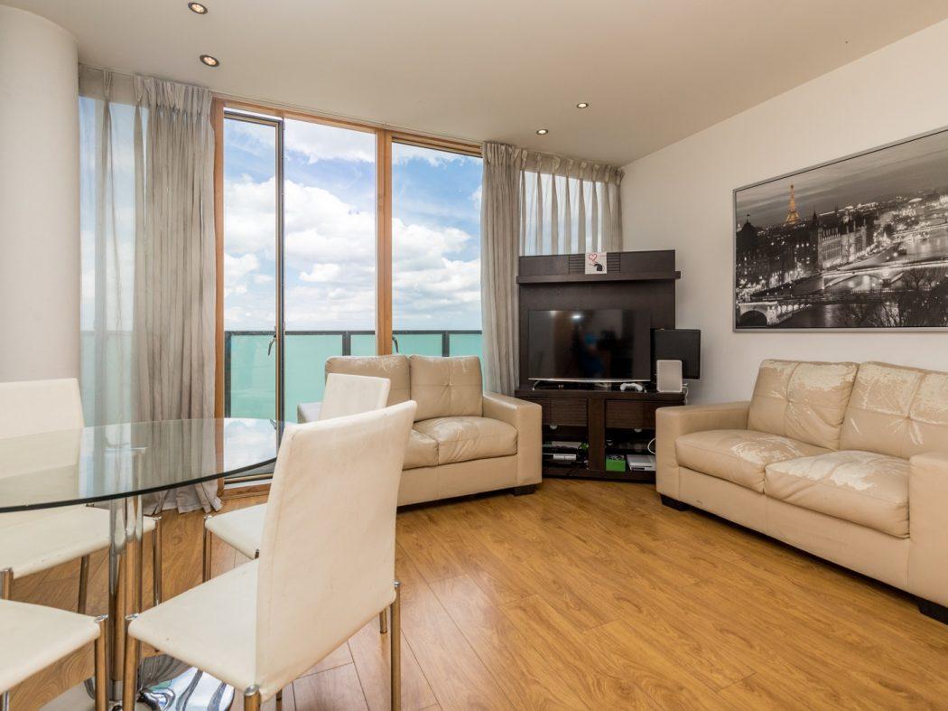 14 Pakenham House - Living room 2