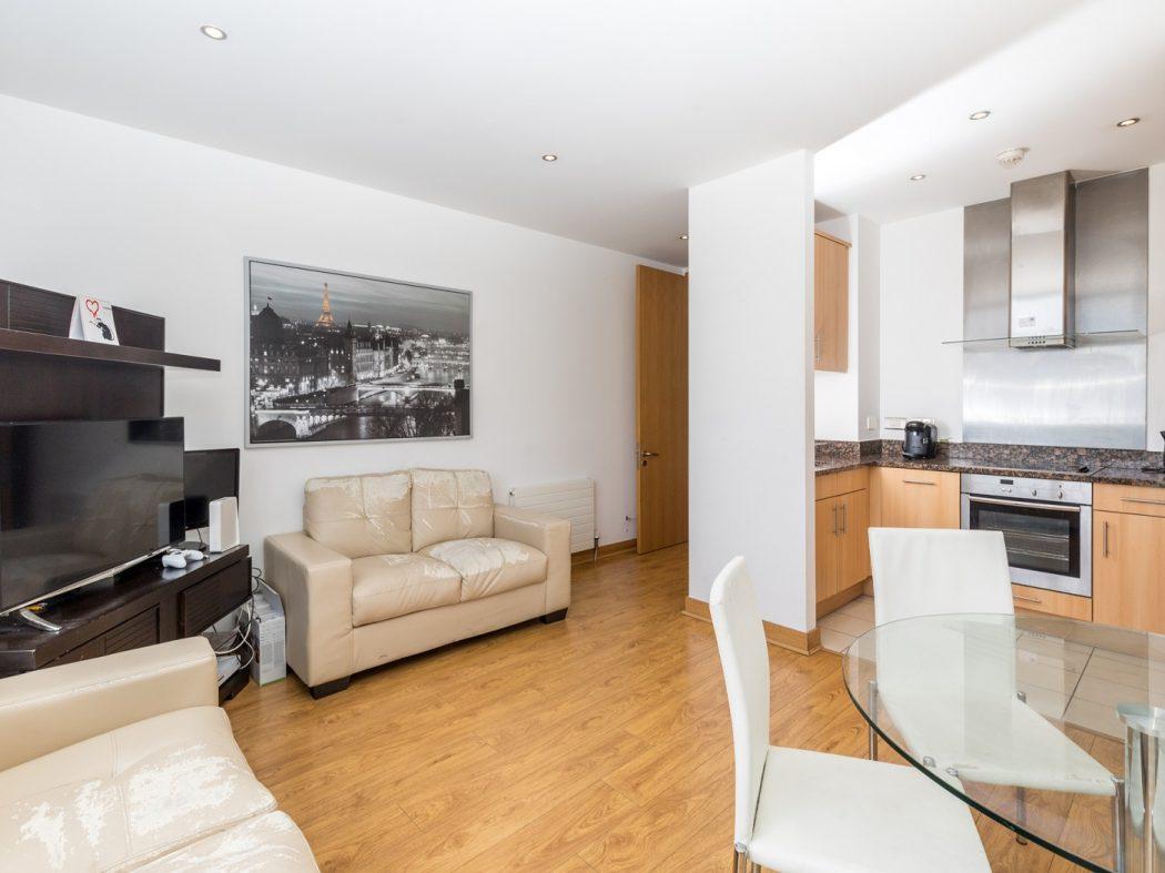 14 Pakenham House - Living room 3