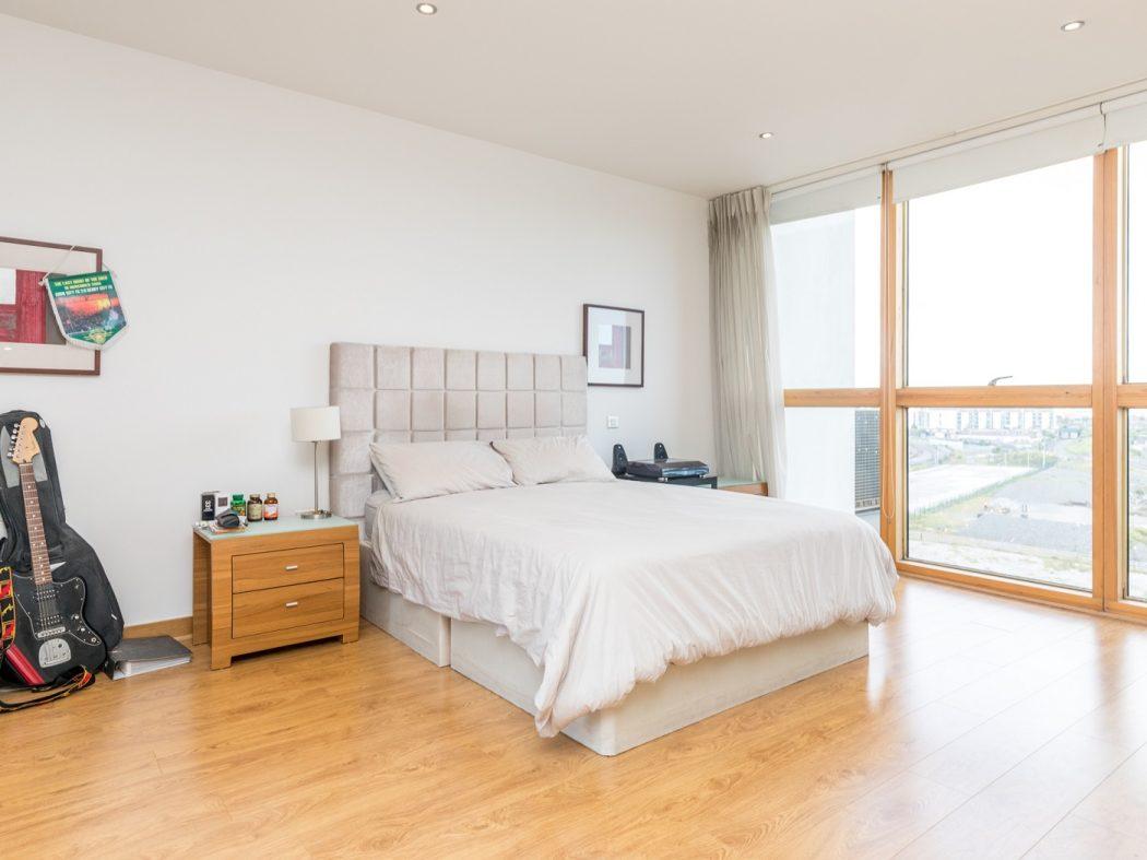 14 Pakenham House - Master Bedroom