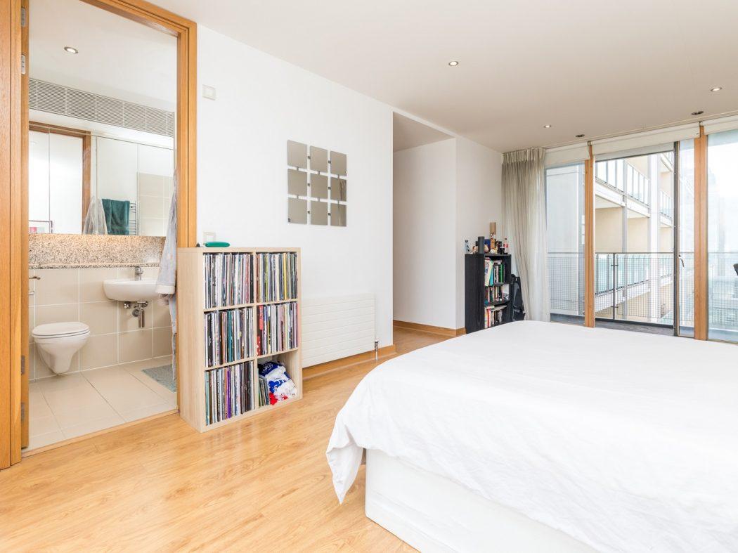 14 Pakenham House - Master Bedroom alternative
