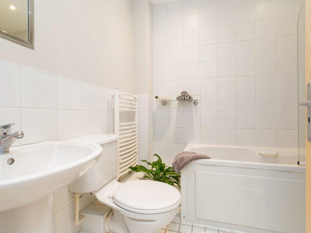 2 Carmichael - Bathroom