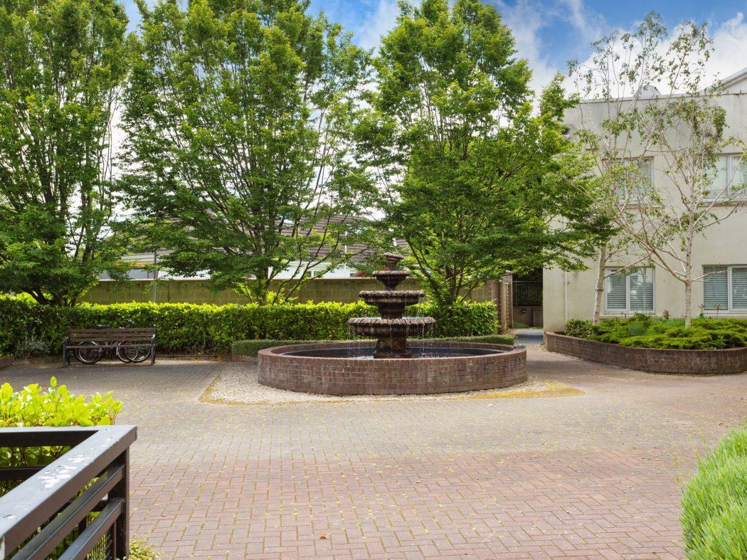 2 Carmichael - Courtyard (2)