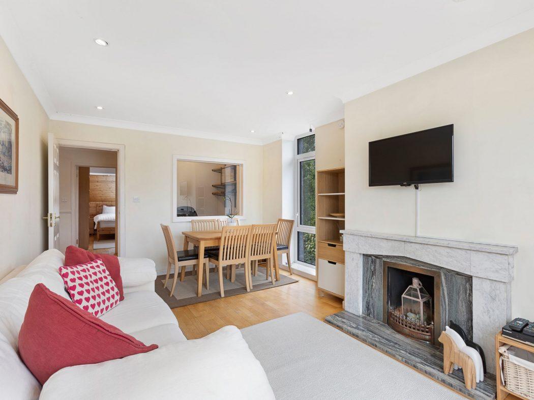 20 Milltown Hill - Living room 2