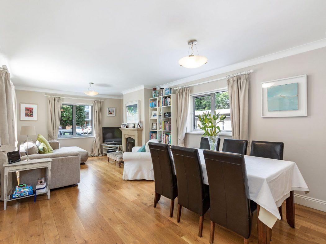 31 Millbrook Village - Living room1