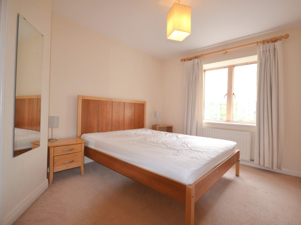 5 The Linden - Master bedroom
