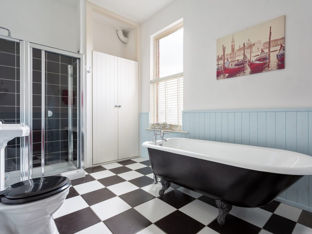549 SCR - Bathroom