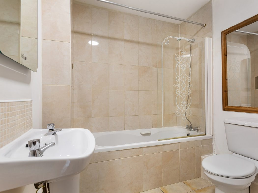 61 Shelbourne Park - Bathroom