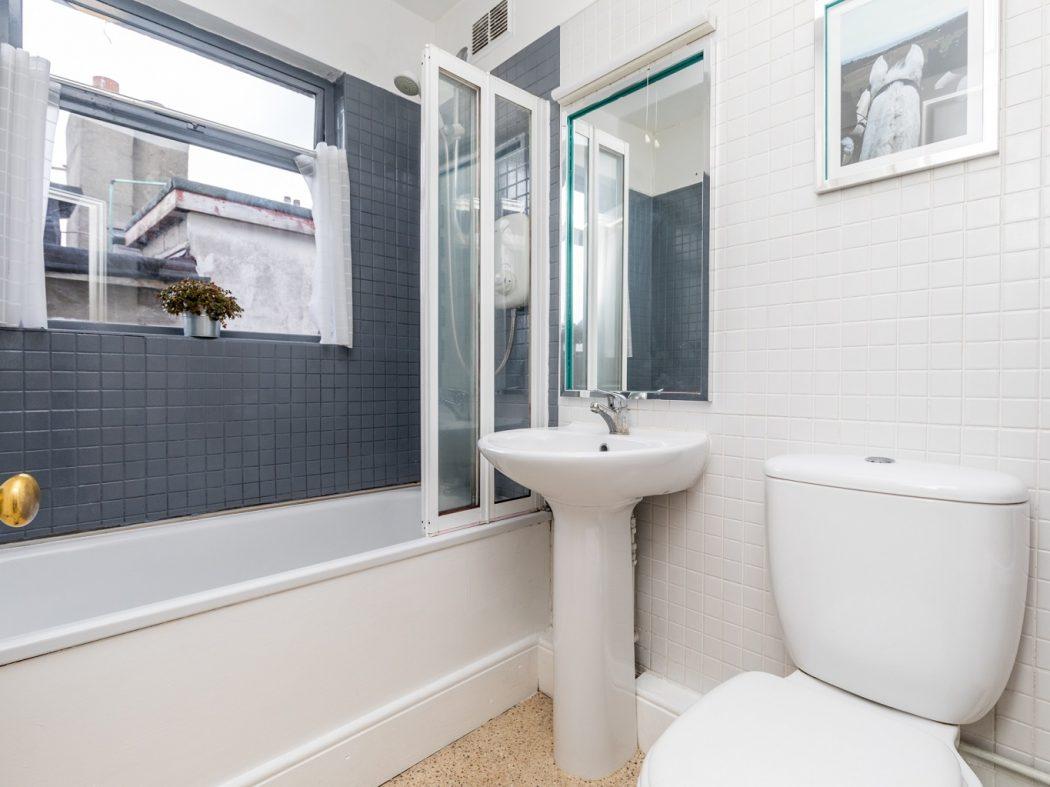 8 Lennox Place - Bathroom