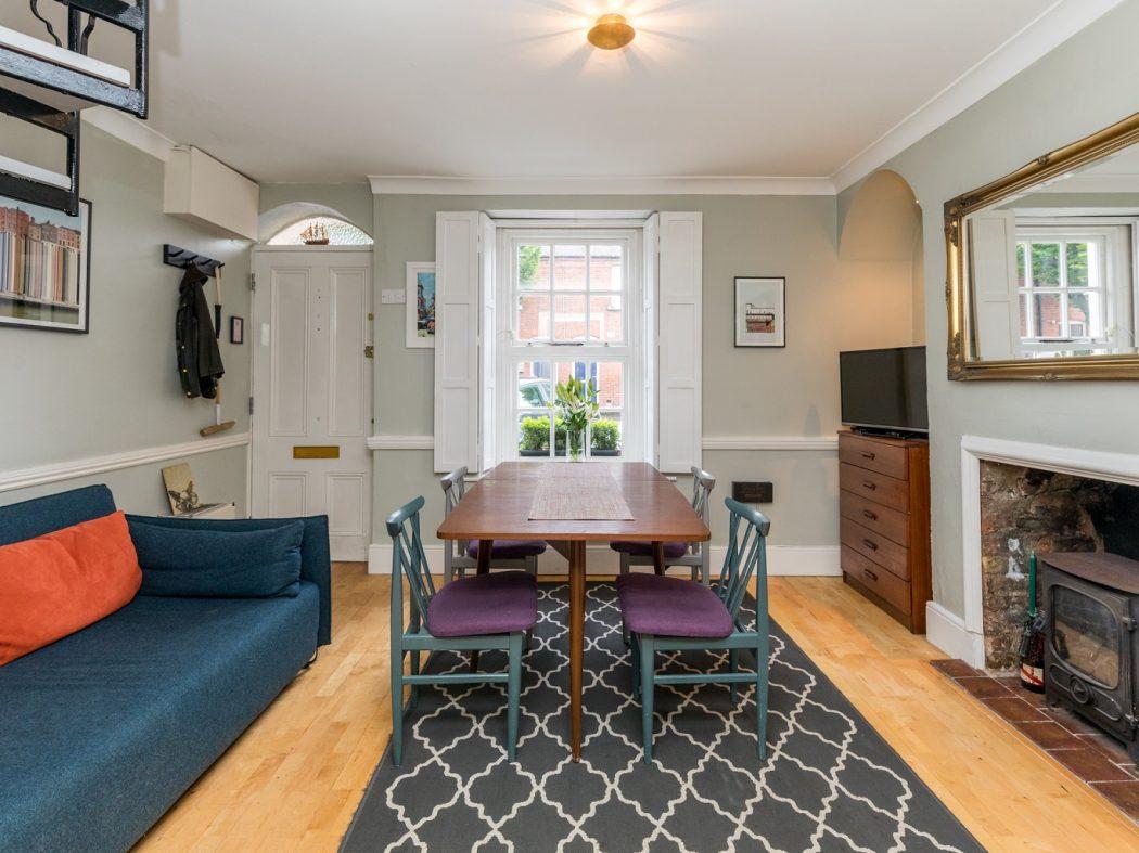 8 Lennox Place - Living room