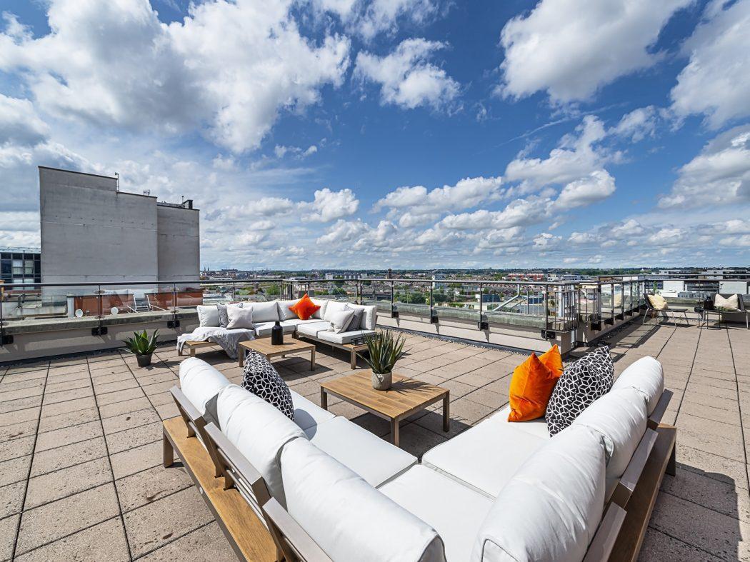 1 Balcony 1