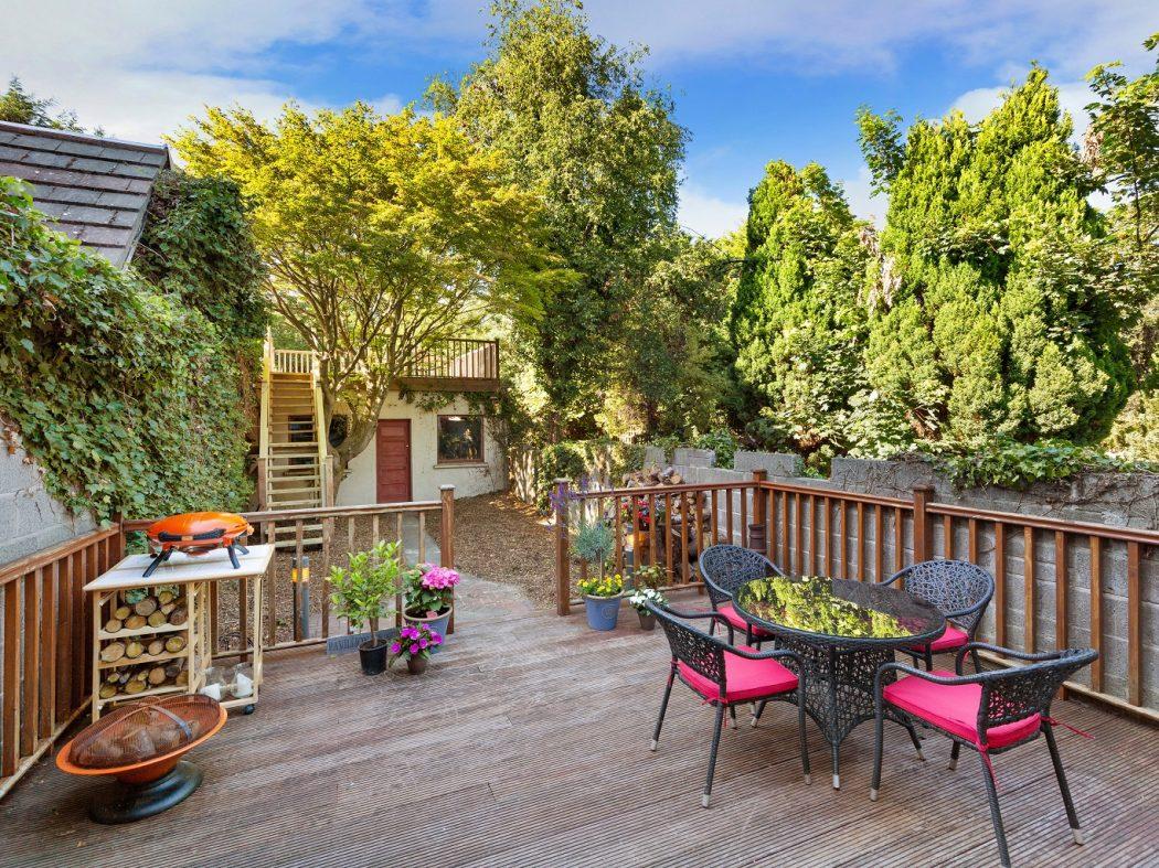 1 Faulkner's Terrace - Garden to house