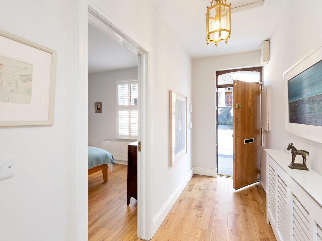 1 Faulner's Terrace - Hallway to front door