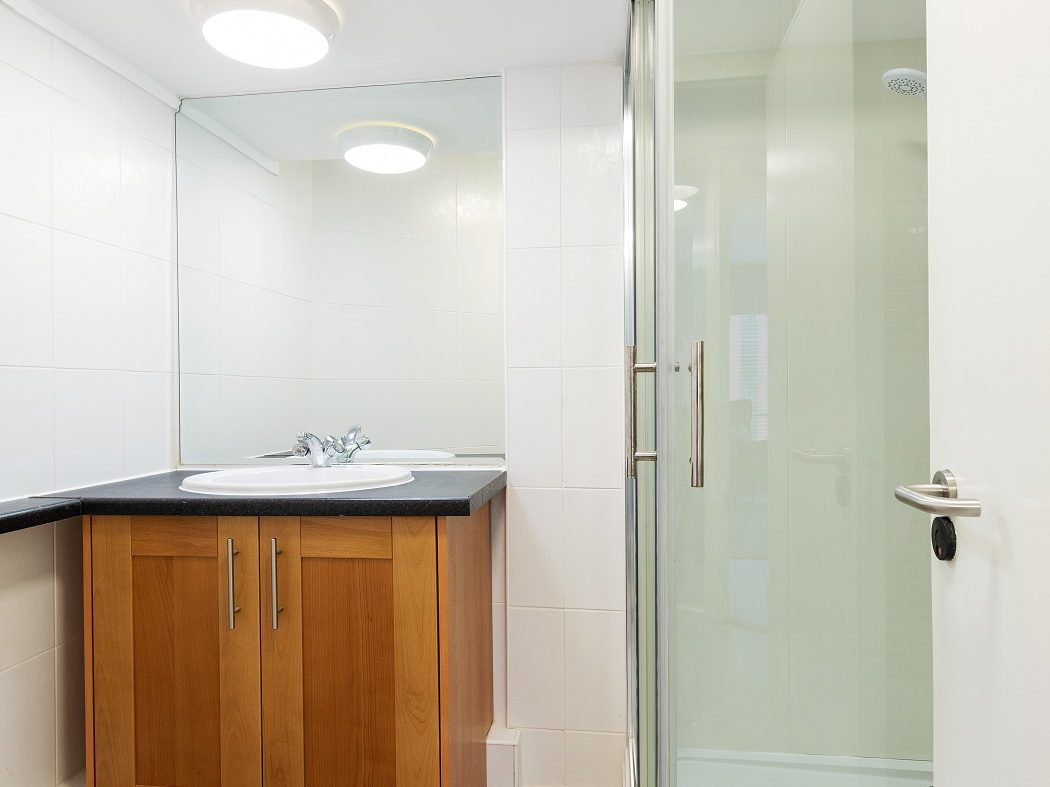 11 HC - Bathroom