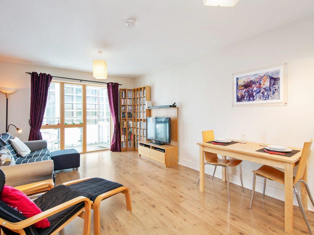 412 LBQ - Living room
