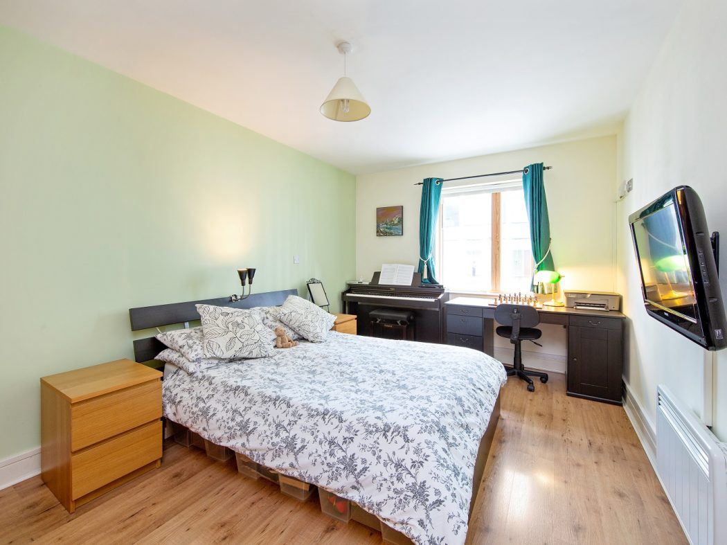 412 LBQ - Master bedroom