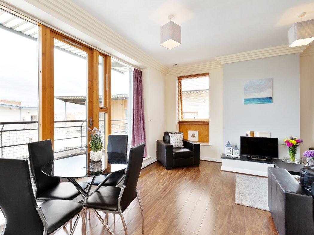 64 Beresford - Living room