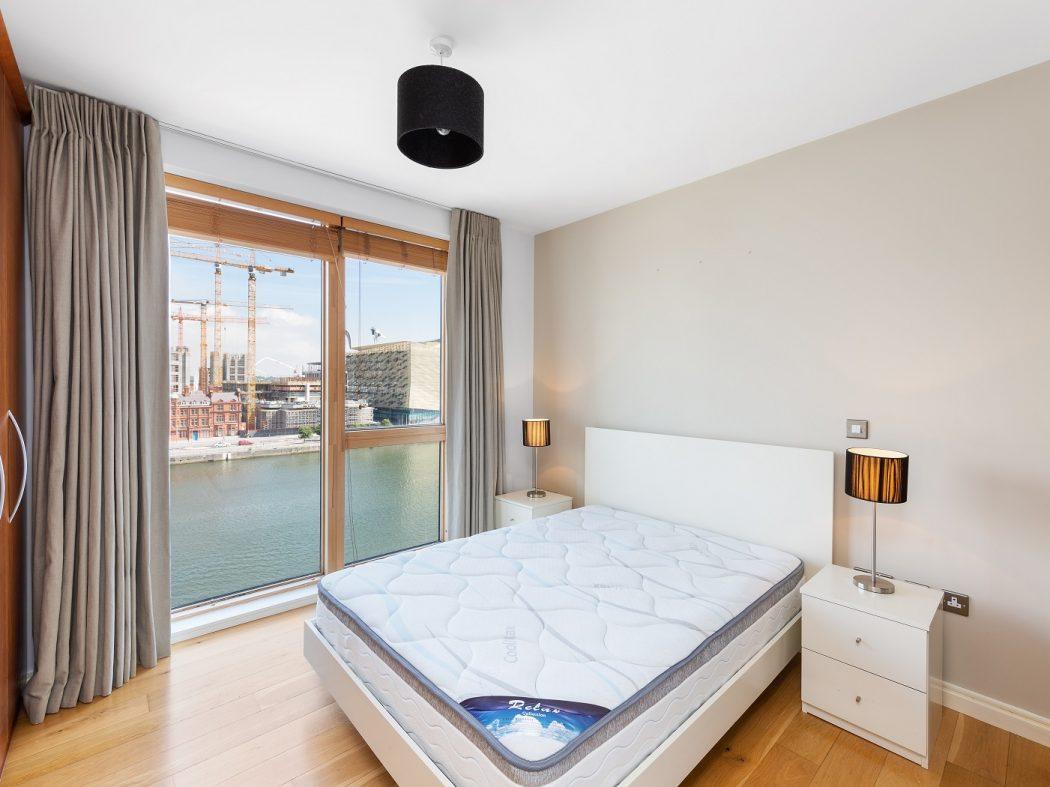 68 Hanover Dock - Master bedroom