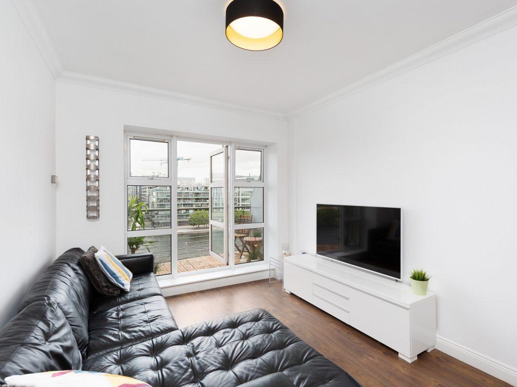 89 The Waterside - living room