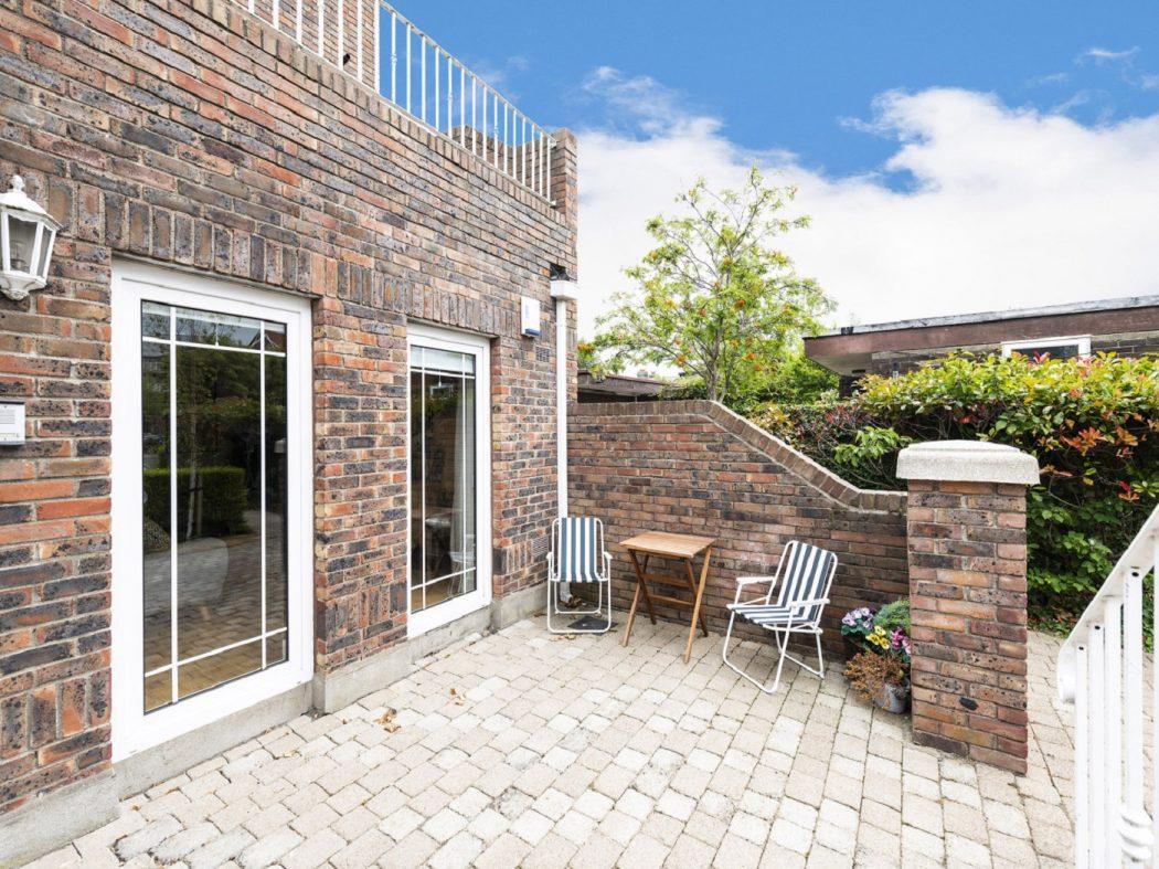 Front terrace 2