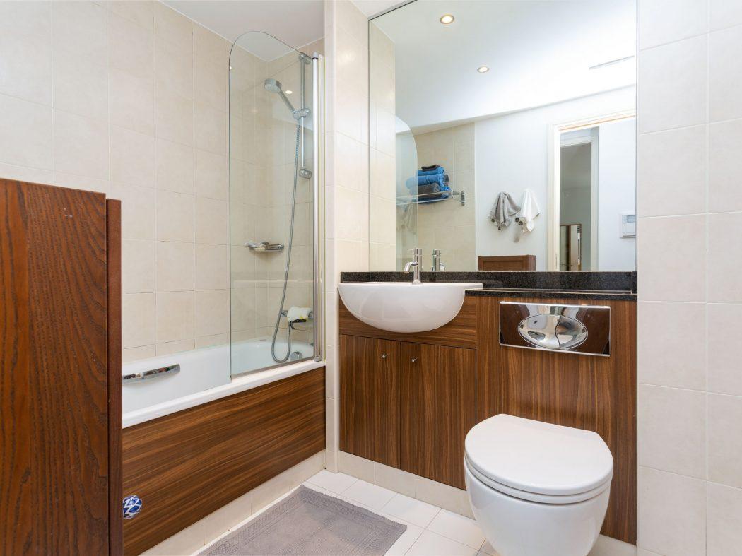 14 Richmond Hall - Bathroom
