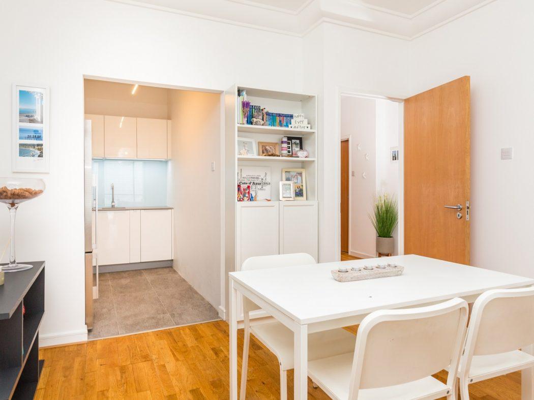 165 Skellig - Dining room