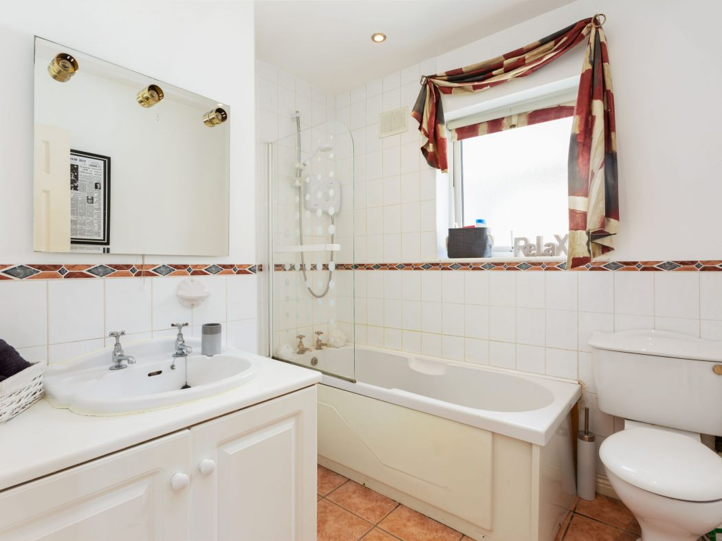 23 Woodisde - Bathroom