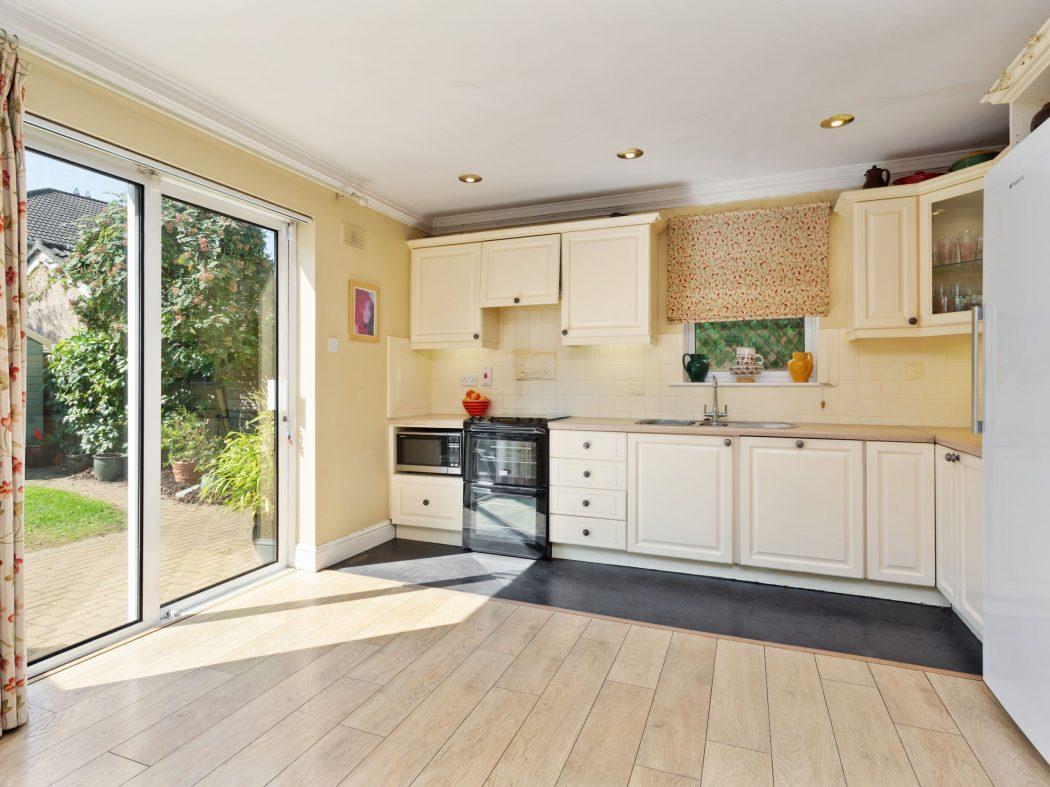23 Woodisde - Kitchen