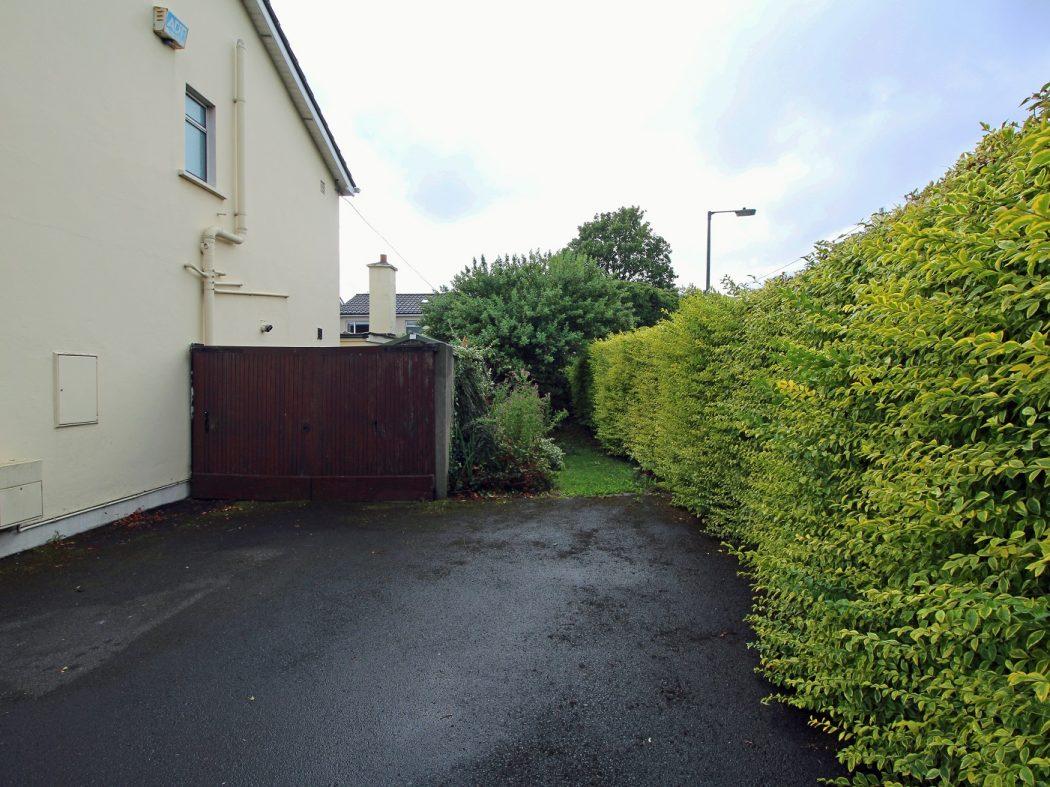 2a Ashfield side garden