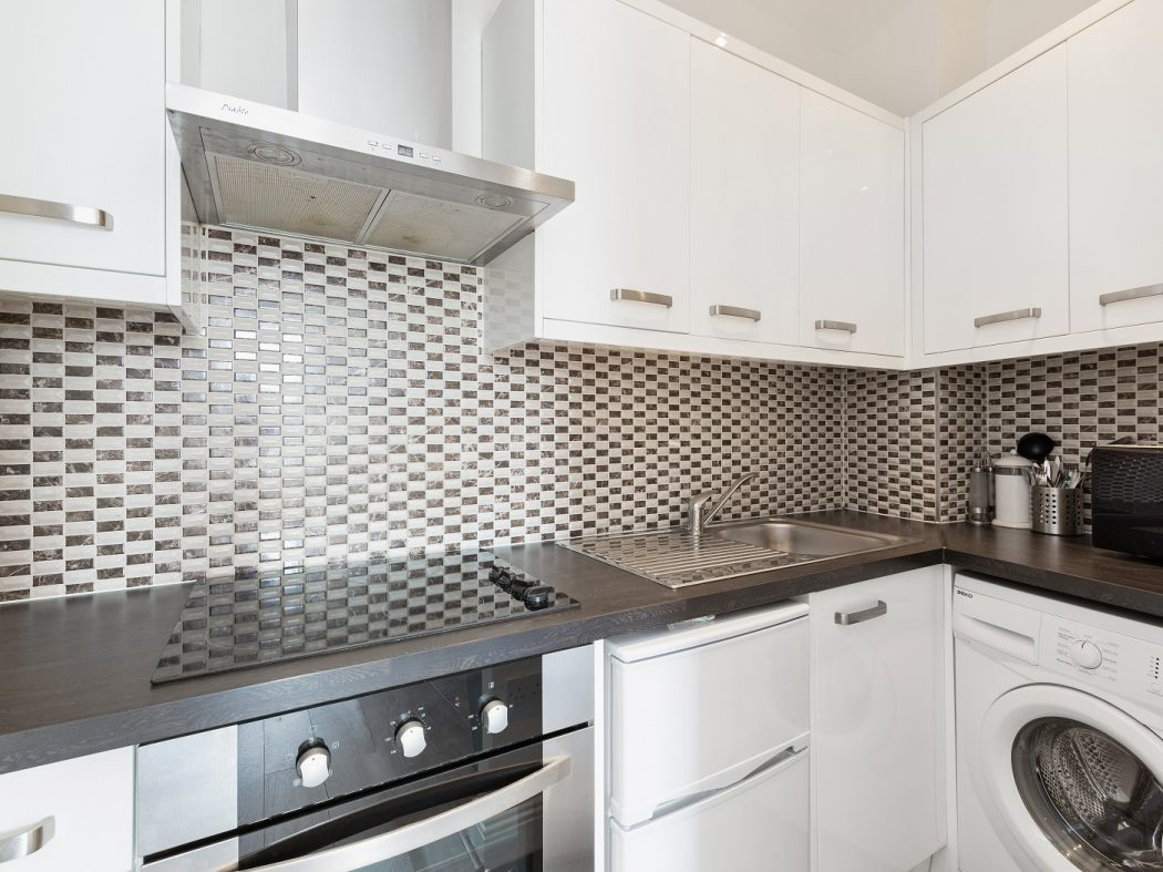 61 Bachelors Walk Apartments - kitchen